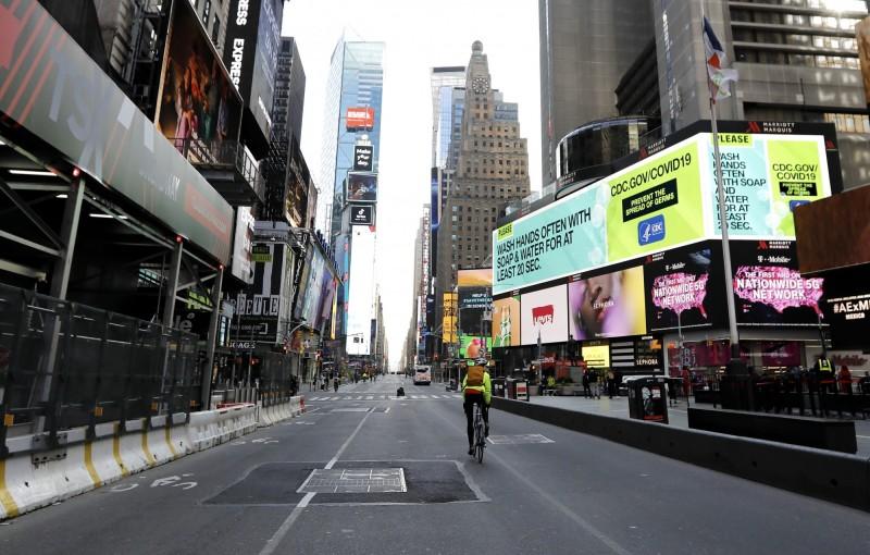 武漢肺炎持續在全球蔓延。圖為紐約時代廣場。(歐新社)