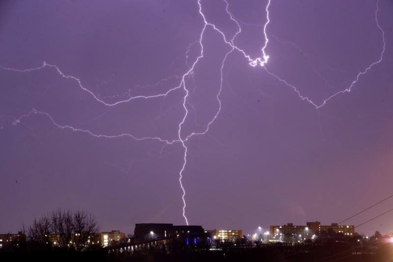 非洲剛果共和國1日發生雷擊,首都布拉柴維爾(Brazzaville)郊區的高壓電遭雷打斷,導致20人喪命。示意圖,與本新聞無關。(美聯社)