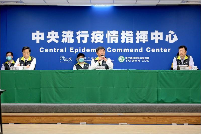 為降低社區感染風險,中央流行疫情指揮中心昨天公布「社交距離注意事項」。(指揮中心提供)