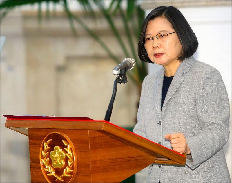 蔡英文總統昨宣布,基於人道考量,台灣將捐贈一千萬片口罩支援疫情嚴重國家的醫療人員。(中央社)