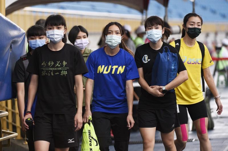 外媒以台灣和其他亞洲國家為例,認為穿戴口罩或許才能避免疫情擴大。示意圖。(資料照)