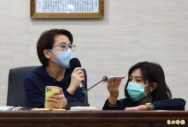 台北市副市長黃珊珊今宣布,目前規劃4月9日新制上路後,才會強制規範搭公車捷運戴口罩,但會先和新北溝通,因為雙北是共同生活圈。(記者沈佩瑤攝)