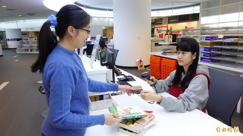 新北市立圖書館預計加開預約取書分館。(記者周湘芸攝)