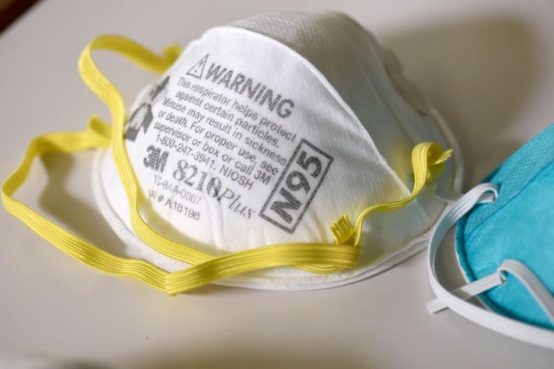 美國男子費爾德海姆(Baruch Feldheim)以7倍價格向醫護販售N95口罩,旋即遭當局逮捕並沒收所有物資,現在這些重要用品已分配給需要的醫療單位使用。(路透)