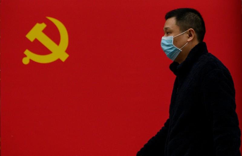 武漢肺炎疫情蔓延之際,中國利用輸出口罩和試劑檢測盒等醫療用品,宣傳中國展現大國擔當與全球領導力。(法新社資料照)