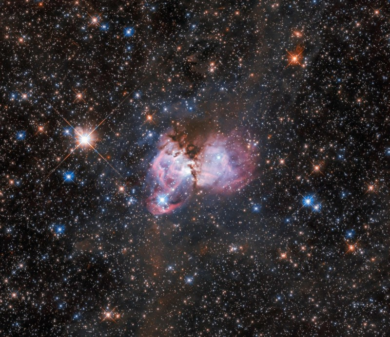 哈伯望遠鏡捕捉到極罕見的中等質量黑洞存在跡象。(法新社)