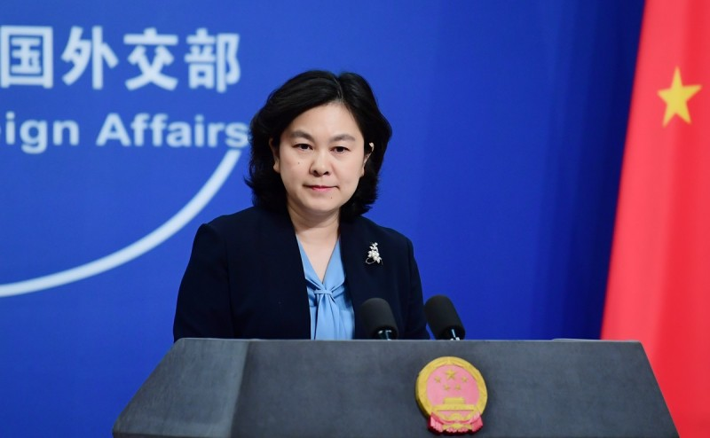 華春瑩今(3)日警告台灣與美國,若藉著疫情從事政治操作,損害中國利益,就要小心了。(圖取自中國外交部發言人辦公室推特)