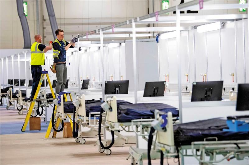 英國倫敦當局將展覽中心改建成野戰醫院「南丁格爾醫院」。(美聯社)