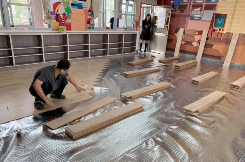 由明峻有限公司為小朋友們的圖書室換上新的超耐磨木地板