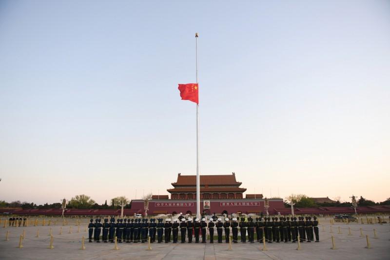 中國國務院今舉行全國性哀悼活動,將全面停止公共娛樂行為,網遊龍頭騰訊、網易公告旗下產品配合政策,中國地區的伺服器停機一天,而台灣地區的伺服器也被「臨時維修」一天。(美聯社)
