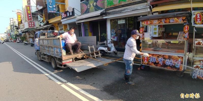 屏東展開墾丁大街、老街消毒防疫。(記者蔡宗憲攝)