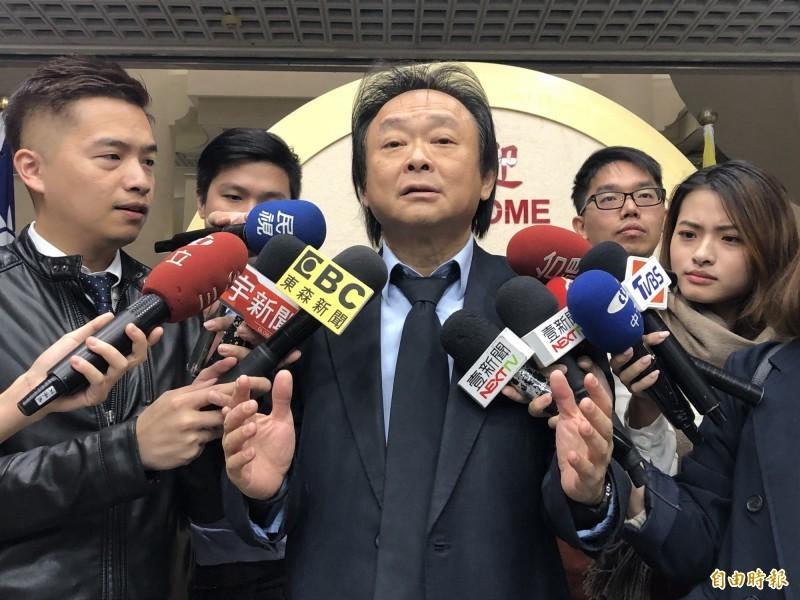 王世堅(見圖)認為,若黃智賢覺得自己說的那些挺中國的話是真的,就應該要去醫院診治。(資料照)