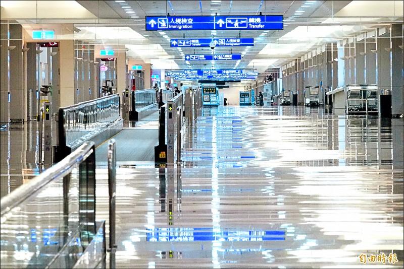 受到武漢肺炎疫情影響,桃園機場4日入出境人數跌至千人以下,來到961人次的歷史新低。(記者朱沛雄攝)