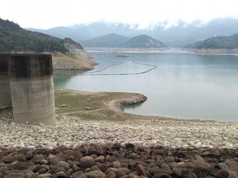 曾文水庫蓄水率面臨2成保衛戰。(記者吳俊鋒翻攝)