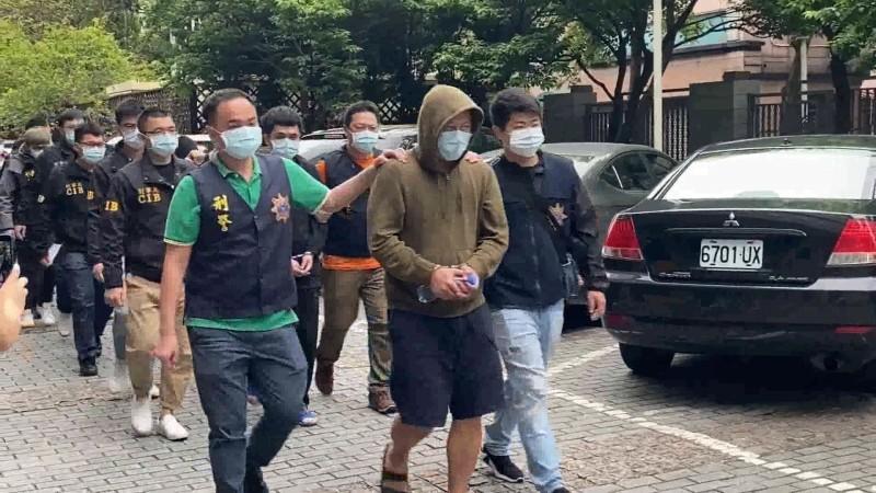 刑事局破獲專騙中國民眾的詐騙機房,逮10人均遭收押。(記者姚岳宏翻攝)