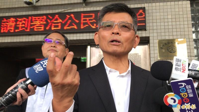 罷韓二階連署過關,前高雄縣長楊秋興呼籲自動請辭,就能省下2億市庫就不需投票。(記者黃良傑攝)