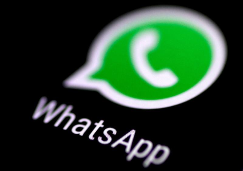 WhatsApp對用戶可轉發一則消息的次數實施更嚴格的限制,以遏制假消息散播。(路透)