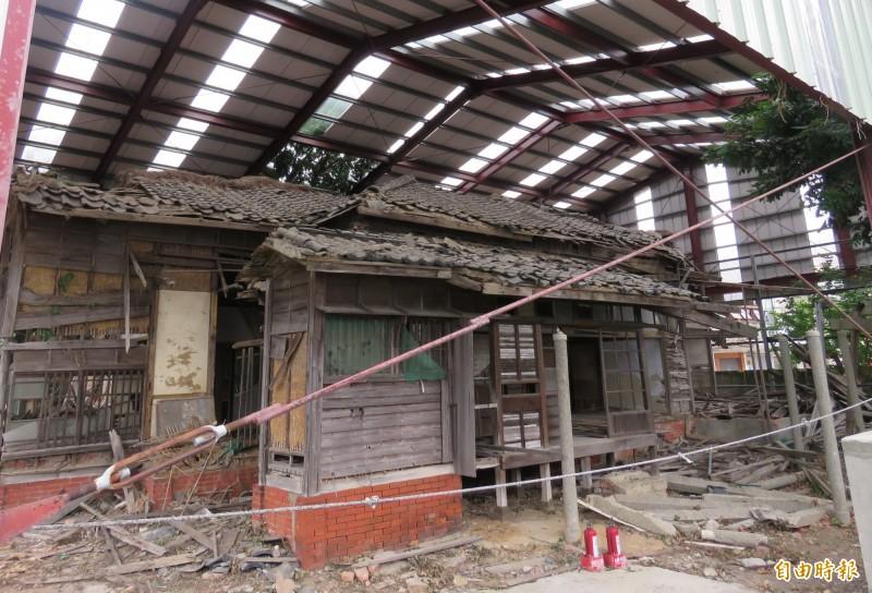 台灣銀行所有的市定古蹟「淡水台銀日式宿舍」,興建於日治大正5年(西元1916年),但建物老舊傾頹,幾淪廢墟。(記者陳心瑜攝)