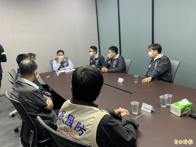 市長鄭文燦今天前往口罩國家隊的日產大廠「台灣康匠製造公司」參訪並慰問。(記者陳恩惠攝)