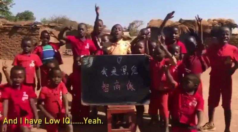 非洲網紅揭發中國歧視惡行,竟有中國人花錢要非洲兒童說出自辱字句(見圖)。(圖取自Wodemaya Facebook)