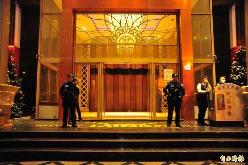 中央流行疫情指揮中心今天宣布,全國酒店和舞廳今起「停止營業」。(資料照)