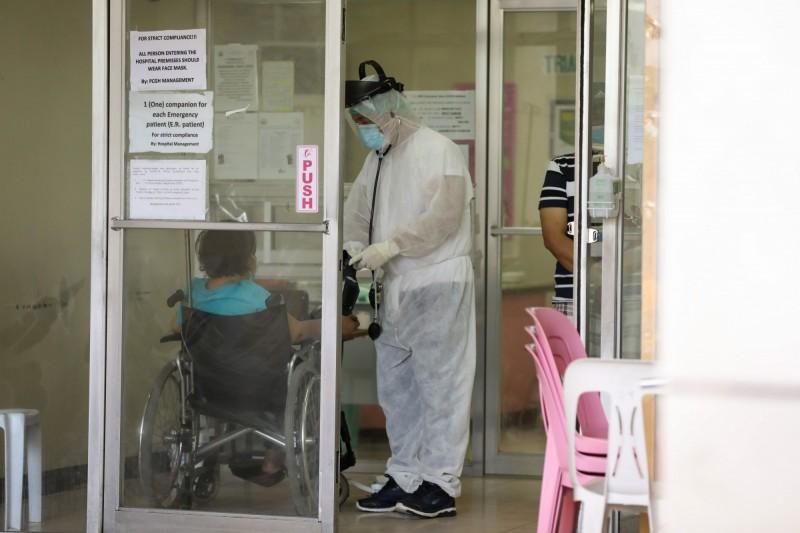 為儲備前線抗疫醫療人力,菲律賓政府下令,在3個月的國家緊急狀態期間,禁止醫護相關人員到海外工作。(歐新社)