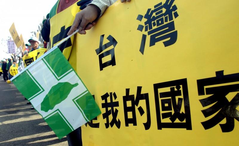 中國官媒宣稱,台灣民進黨仰賴美國,趁著疫情從事獨立工作。(法新社)
