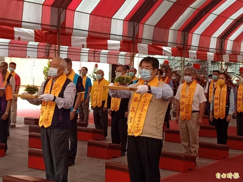 今早舉行「啟香敬獻儀式」由市長黃偉哲任正獻官,祈求國泰民安。 (記者王姝琇攝)