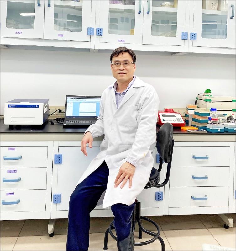 中研院生化所梁博煌研究員帶領的團隊找到病毒主要蛋白酶抑制劑。(中研院提供)