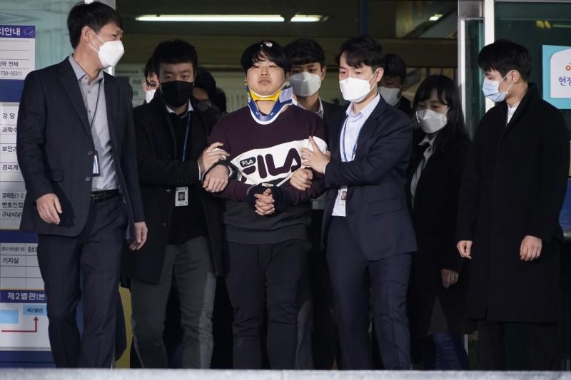 南韓「N號房」事件曾向警方自首的28歲男子,昨天被發現陳屍公寓。圖為主嫌「博士」趙主彬。(美聯社)