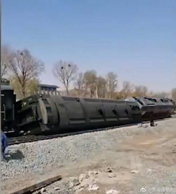 中國半個月內又發生火車脫軌事件,官方透露沒有任何人員傷亡。(圖取自微博)