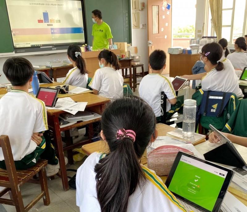 中市教育局逐步引導學校完成線上教學整備工作。(教育局提供)