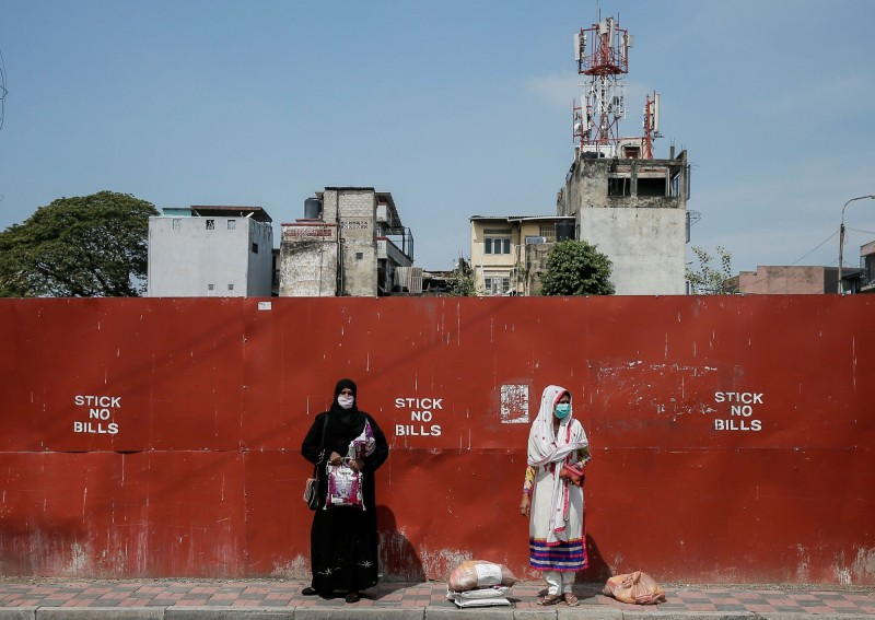 斯里蘭卡週日(12日)因應武漢肺炎疫情宣布修訂法律,要求所有死於武漢肺炎的死者必須火化。該規定引起當地穆斯林強烈抗議。圖為穆斯林婦女示意圖,與本新聞內容無關。(路透)
