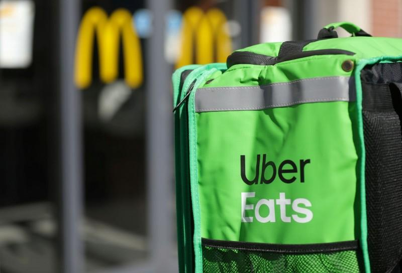美國Uber Eats及其他3間外送平台被3名消費者指控涉及商業壟斷。(路透)