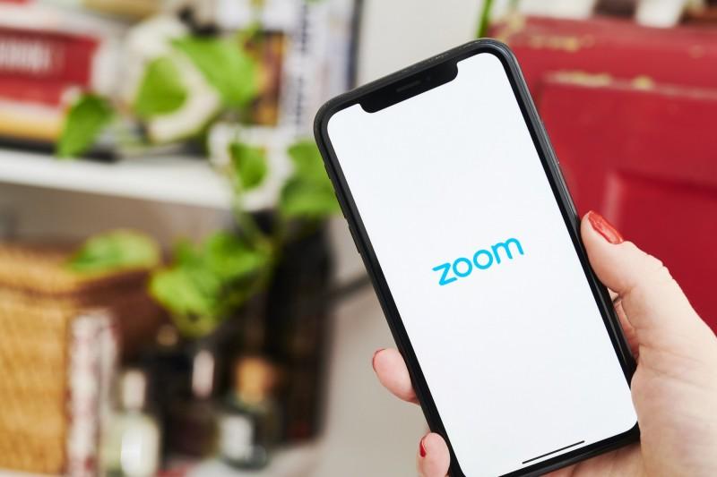 美國網路安全專家發現,有超過50萬個被駭的Zoom帳號,正在暗網(Dark Web)中被賤價兜售。(彭博)
