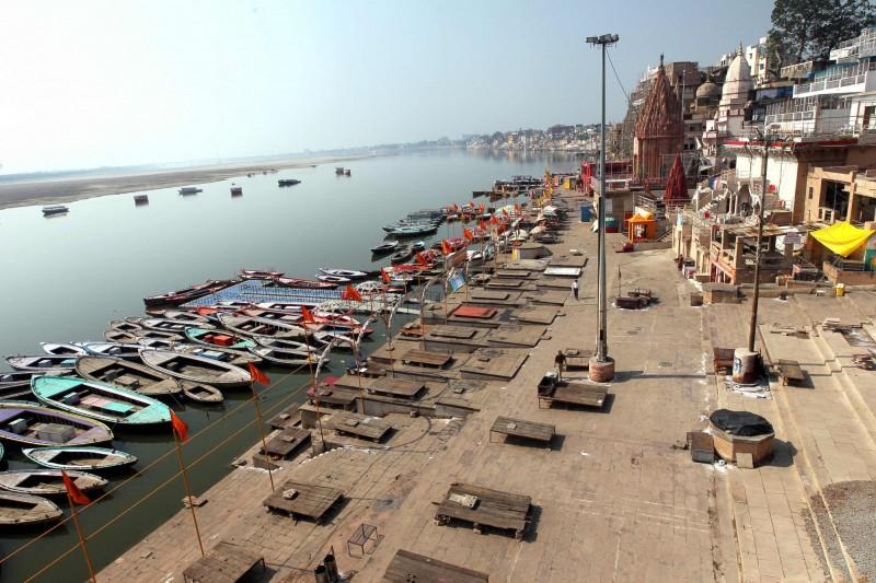 印度在3月底下令全國封鎖後,雖未能阻止武肺確診數持續攀升,當地研究恆河的專家卻意外發現,恆河水質出現明顯變化。(法新社)