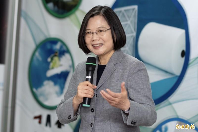 蔡總統表示,台灣走向世界有很多種方式,集資登廣告、架網站或捐物資,都是很好的起點,「真謝謝26980團隊的努力!」(資料照)