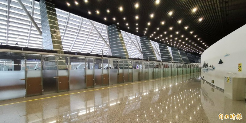 桃園機場一期航站昨天入境人數首掛零,機場空蕩蕩。(記者姚介修攝)