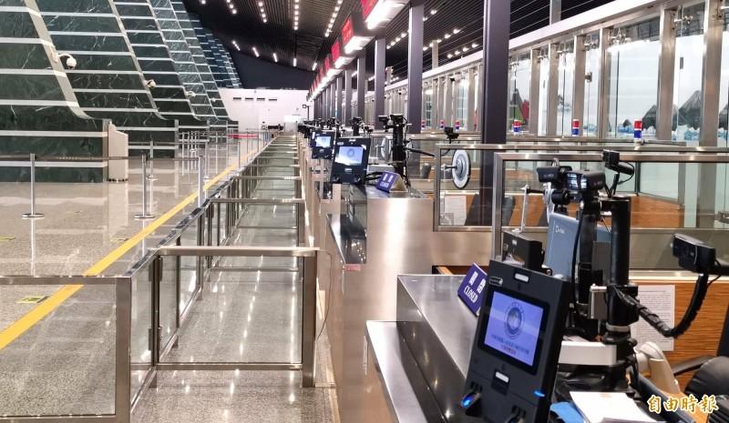 桃園機場4月14日1、2期航站入出境人數僅669人,創下新低紀錄。(記者姚介修攝)