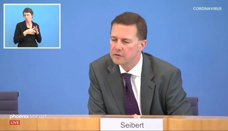 德國政府發言人賽柏特(Steffen Seibert)在15日記者會上被問及台灣口罩時,並未表示感謝,也避談「台灣」一詞,僅以「其他國家」的幫助形容。(翻攝自網路)