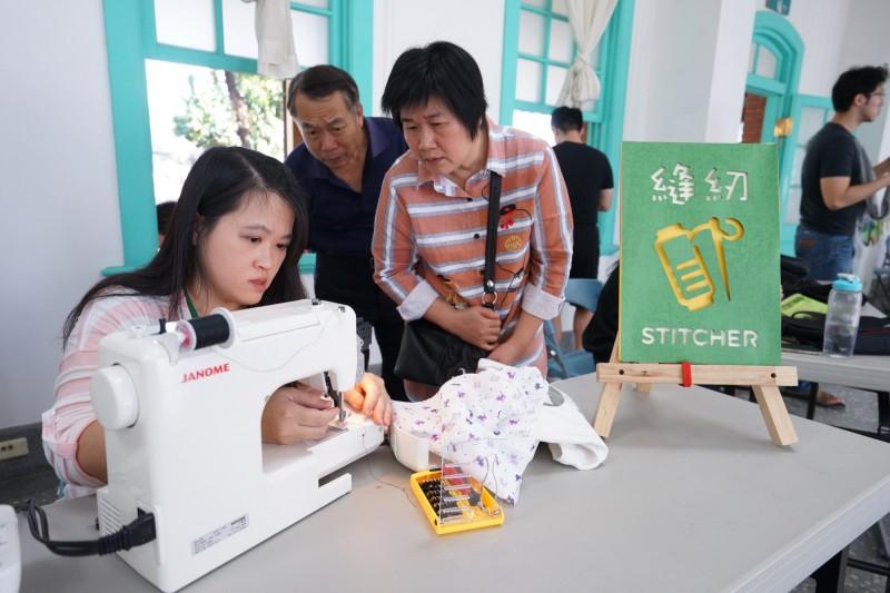李青在台南也曾發起維修咖啡館活動,民眾們也熱情響應。((李青提供)