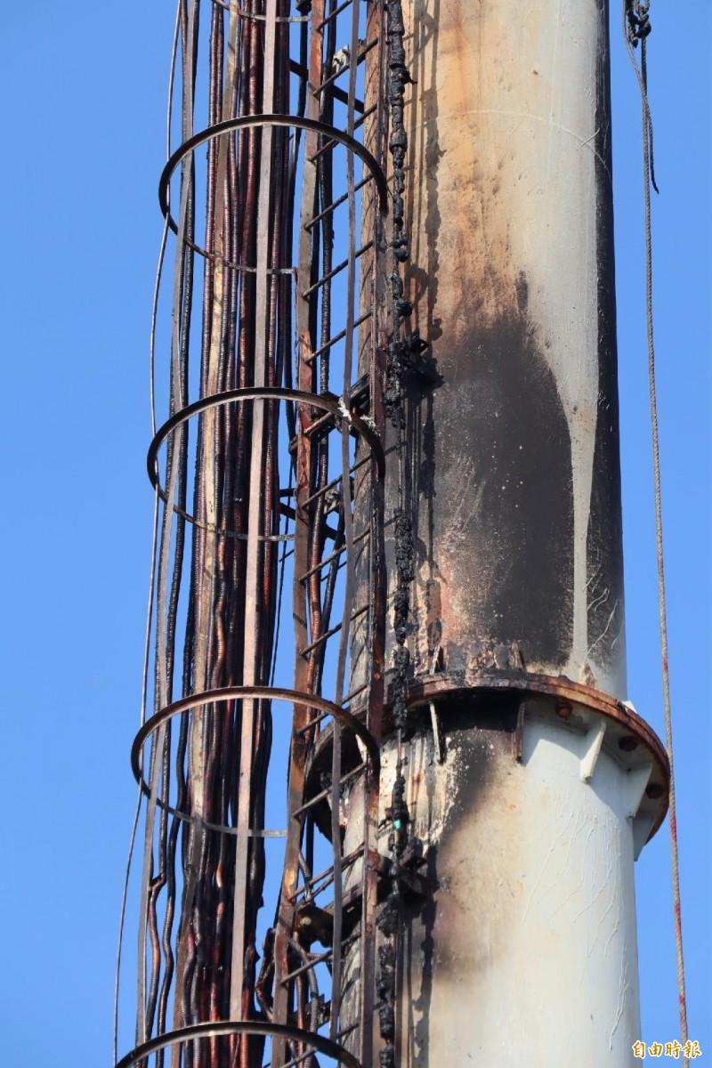 電信基地台遭到波及,發射功能受到影響。(記者劉禹慶攝)