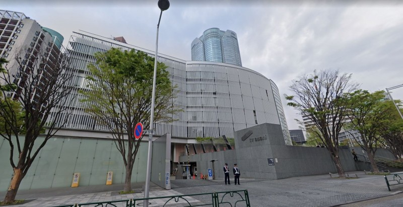《報道Station》昨日又傳出兩名工作人員確診,朝日電視台位於東京六本木的大樓因此封鎖。(圖擷取自Google地圖)