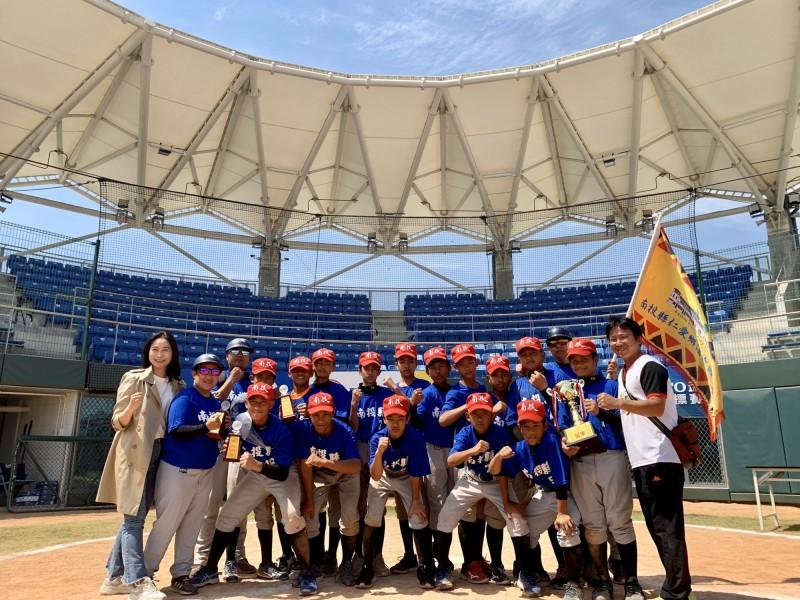 南投縣少棒隊榮獲TOTO盃全國少棒錦標賽冠軍,創縣史紀錄,也將代表台灣參加8月在美國舉行的小馬聯盟世界少棒賽。(法治國小提供)
