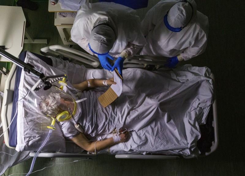 中國武漢爆發的新型冠狀病毒疾病(COVID-19)疫情持續延燒。(美聯社)