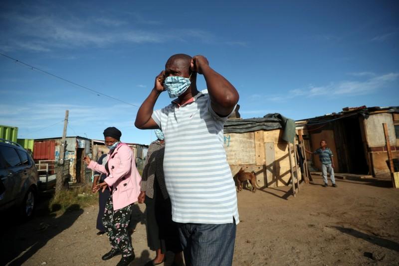 世界衛生組織(WHO)警告非洲可能會有上千萬個武漢肺炎病例,聯合國非洲經濟委員會隨即籲外界為非洲大陸建立1000億美元(約新台幣3兆元)的防護網並提供額外1000億美元的經濟計畫。(路透)
