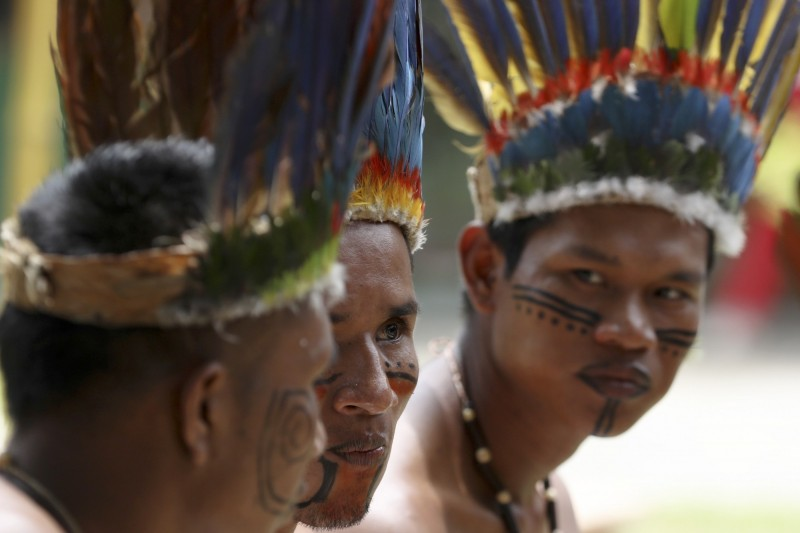 巴西法官比亞諾以「防止疫情擴散」為由,禁止傳教士進入亞馬遜原住民保留地。圖為亞馬遜原住民示意圖。(美聯社)