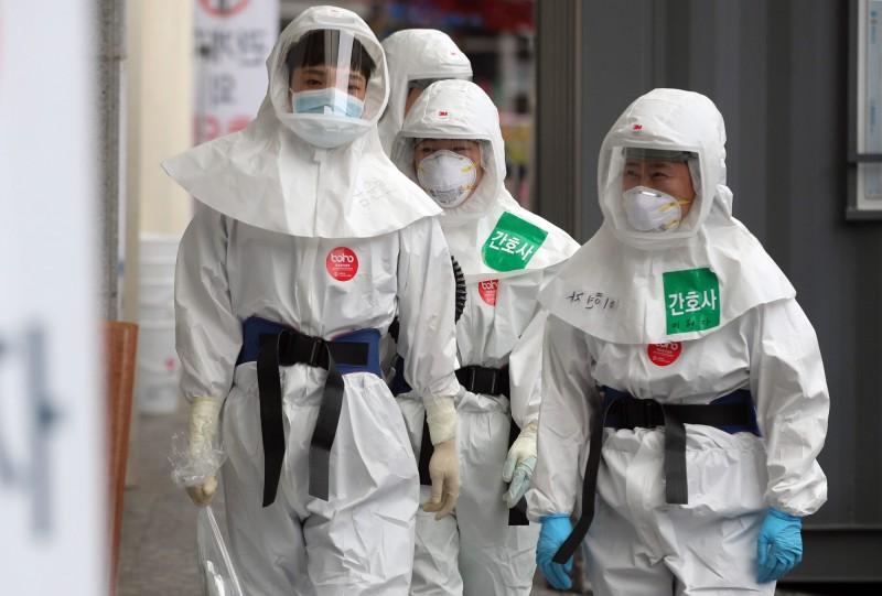 南韓迄今已有179例「復陽」病例。圖為南韓醫護。(歐新社)