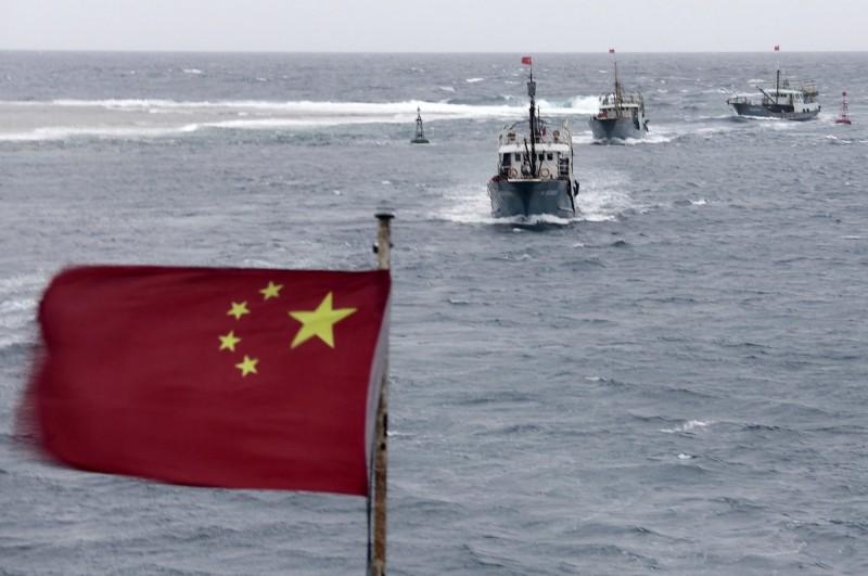 中國民政部今天公告新一批南海島礁及海底地物的命名。圖為在海上航行的中國漁船,與新聞事件無關。(美聯社檔案照)