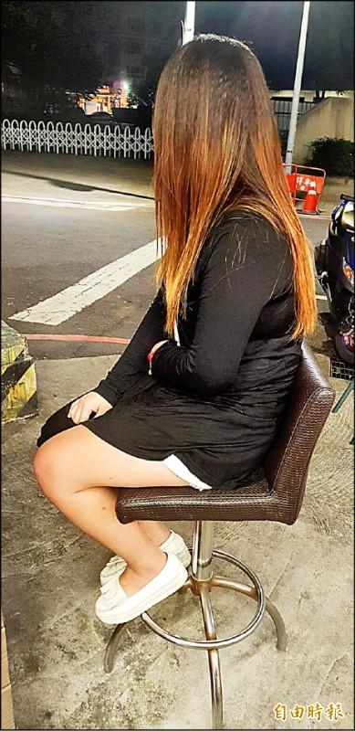公關小姐亞彌(化名)轉行當護膚小姐,收入銳減,這個月連7千元的房租都繳不出來。(記者徐聖倫攝)